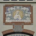 Boven hoofdingang een tegeltableau met een voorstelling van de Heilige Maagd - Westbeemster - 20397503 - RCE.jpg