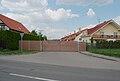 Brno-Ivanovice - vrata do uzavřené ulice Ivanovických legionářů.jpg