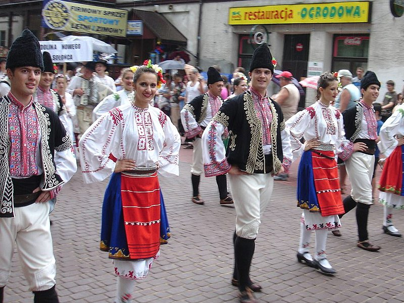 Lêer:Bulgarian folk group Svetlina.jpg