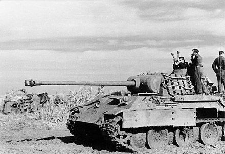 A German Panther tank in Romania, August 1944 Bundesarchiv Bild 101I-244-2321-34, Ostfront-Sud, Panzer V (Panther).jpg