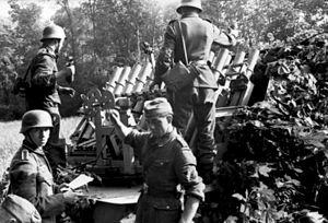 Reihenwerfer - Image: Bundesarchiv Bild 101I 300 1863 15, Riva Bella, Vorführung Panzerwerfer, Beladen