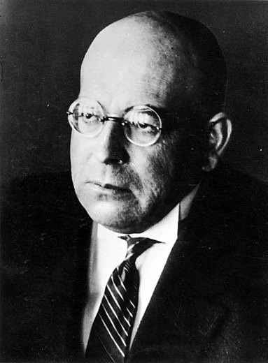 Oswald Spengler and the Conservative Revolution have had a strong influence on de Benoist's thought. Bundesarchiv Bild 183-R06610, Oswald Spengler.jpg