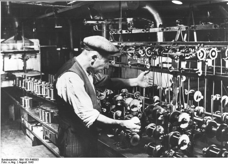 Bundesarchiv Bild 183-R46093, Belgischer Zwangsarbeiter bei Siemens