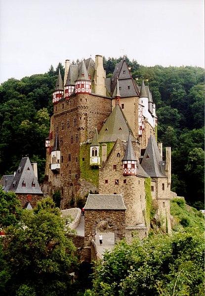File:Burg Eltz 1.jpg