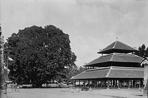 Indonesian Islamic architecture - This multi-tiered pavilion in Bali is similar in form with some of the earliest mosques in Indonesia.