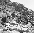 COLLECTIE TROPENMUSEUM Het brengen van offers op de top van de Gunung Agung TMnr 60030247.jpg