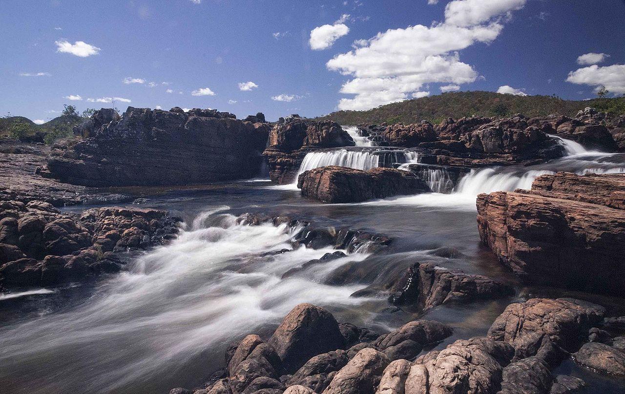 Cachoeira no Parque da Chapada dos Veadeiros.jpg
