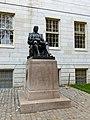 Cambridge - USA - Harvard University - John Harvard Statue - panoramio.jpg