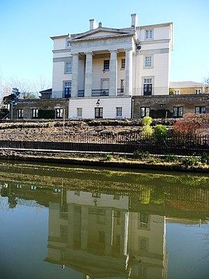 Quinlan Terry's Regent's Park villas - Image: Canalside house, Regent's Park geograph.org.uk 1736729