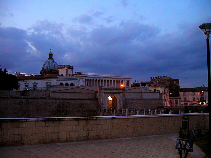 Archivo:. Capua (ponte) jpg