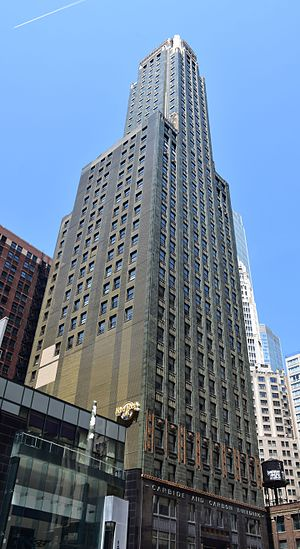 Carbide & Carbon Building - Image: Carbide & Carbon Building, Chicago in May 2016