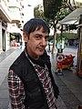 Carlos Faemino asaltado fotográficamente en pleno Paseo de Almería.jpg