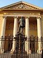 Carol Davila Statuia de la UMF.jpg