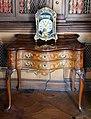 Castello di miramare, biblioteca, commode rococo con orologio da mensola 01.jpg