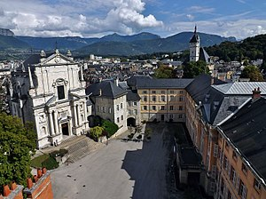 Chambéry - Cour du Château in central Chambéry : Sainte-Chapelle (left) and Aile du Midi (right).