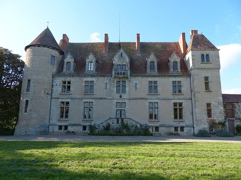 Château du Châtelard, Ébreuil (Allier). Façade principale (sud-est)