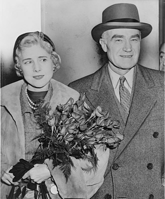 Clare Boothe Luce - Clare Boothe Luce, ambassador to Italy, with husband Henry Luce (1954)