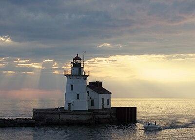 Cleveland West Pierhead Lighthouse.jpg