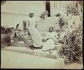 Collectie Nationaal Museum van Wereldculturen TM-60062279 Twee meisjes met mand op een trap Jamaica J. Valentine & Sons (Fotostudio).jpg