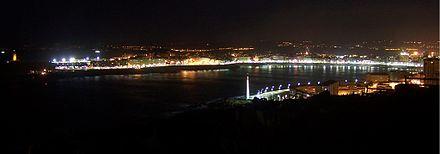 Foto nocturna de la bahía del Orzán desde el monte de San Pedro (Coruña)