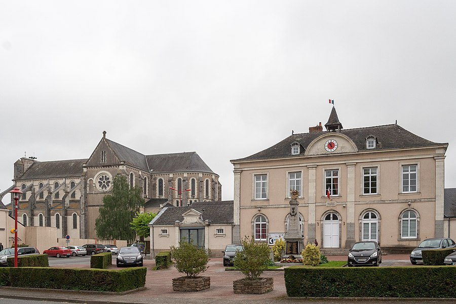 Town hall and church of Cossé-le-Vivien.