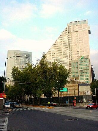 Avenida de los Insurgentes - Image: Cruce de Paseo de la Reforma e Insurgentes, Reforma 222 y Punta Reforma