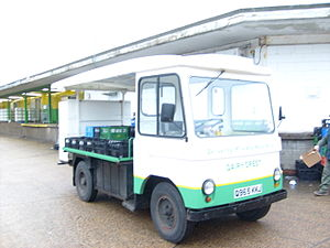 Dairy Crest - A Dairy Crest Smith's Elizabethan milk float