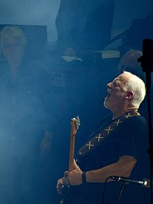 David Gilmour Rattle That Lock Tour (21661883362).jpg