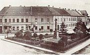 Der Denkmalsplatz um die Jahrhundertwende.