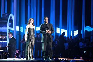 English: Denzel Washington and Anne Hathaway a...