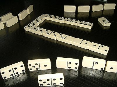 Picture of a game: Dominoes