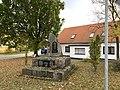 Dorfkirche Petkus Denkmal Weltkriege.jpg