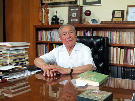 "Dr. Francisco Luna Kan is a Maya having the very common surname ""Kan"" Dr Luna Kan (2010).jpg"