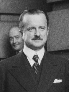 Duff Cooper 1941.jpg