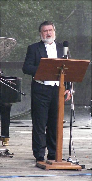 Peter Dvorský - Dvorský performing in recital in 2008