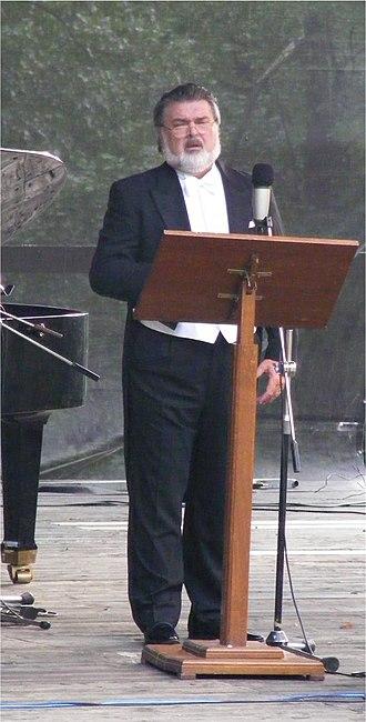 Peter Dvorský - Dvorský performing in recital in 2008