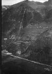 ETH-BIB-Altanca, Druckleitung vom Ritomsee, Ambri Piotta v. S. W. aus 1400 m-Inlandflüge-LBS MH01-006177.tif