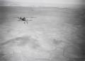 ETH-BIB-Ein französisches Militär-Flieger begegnet uns in der Wüste zwischen Fes und Kasba Tadla-Tschadseeflug 1930-31-LBS MH02-08-0329.tif