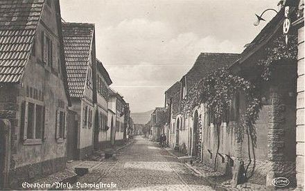 Insight into the Ludwigstrasse in Edesheim (Rhineland-Palatinate). The birthplace of Paul Henri Thiry d'Holbach was in the house ndeg 4. Old picture postcard from 1940. Edesheim-Ludwigstrasse 1940.jpg