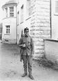Ein Infanterist mit seiner persönlichen Ausrüstung - CH-BAR - 3240160.tif