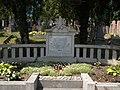 Emlékkő a deportálásban és a munkaszolgálatban elpusztult mártírtestvérek emlékére. 1944. Zsidó temető. Műemlék ID 11166. - Tata.JPG