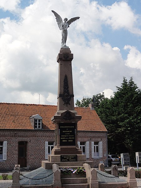 Englefontaine (Nord, Fr) monument aux morts