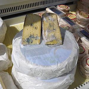 Bleu du Vercors-Sassenage - Image: Etalage de bleu du Vercors Sassenage