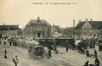 Etaples art colony - The market place and Étaples town hall, shortly after the tramway was built in 1900