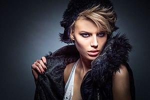 Fashion-woman-model-portrait (24300464886).jpg