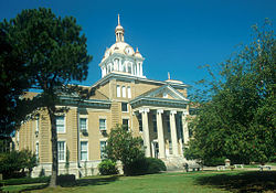 Fayette County courthouse in Fayette