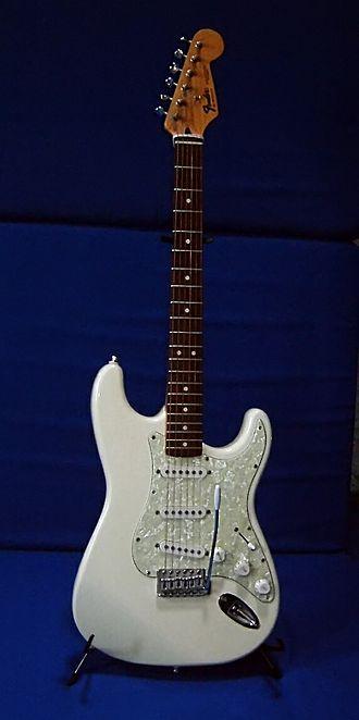 Fender Stratocaster - Image: Fender strat