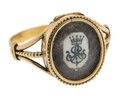 Fingerring av guld med hårmatta samt monogram på elfenben, 1829 - Hallwylska museet - 110243.tif