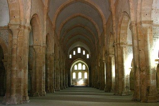 Fontenay-122-Kirche-Mittelschiff-2008-gje