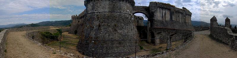 File:Fortezza Sarzanello.jpg